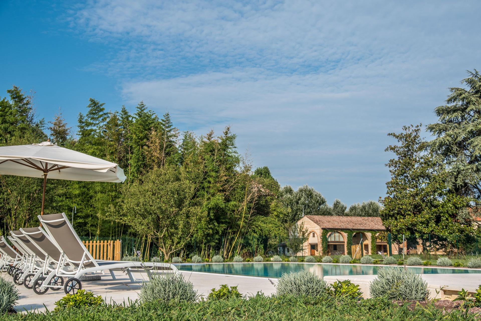 piscina-borgo-di-villa-feriani
